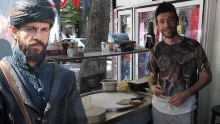 Məşhur aktyor dondurma satır - Foto